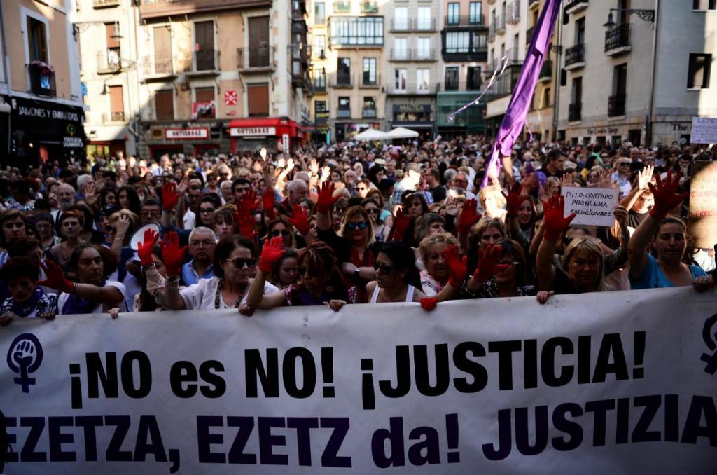 La Manada - Manifestação em Pamplona (Espanha) contra liberdade condicional dos cinco acusados de violar uma jovem