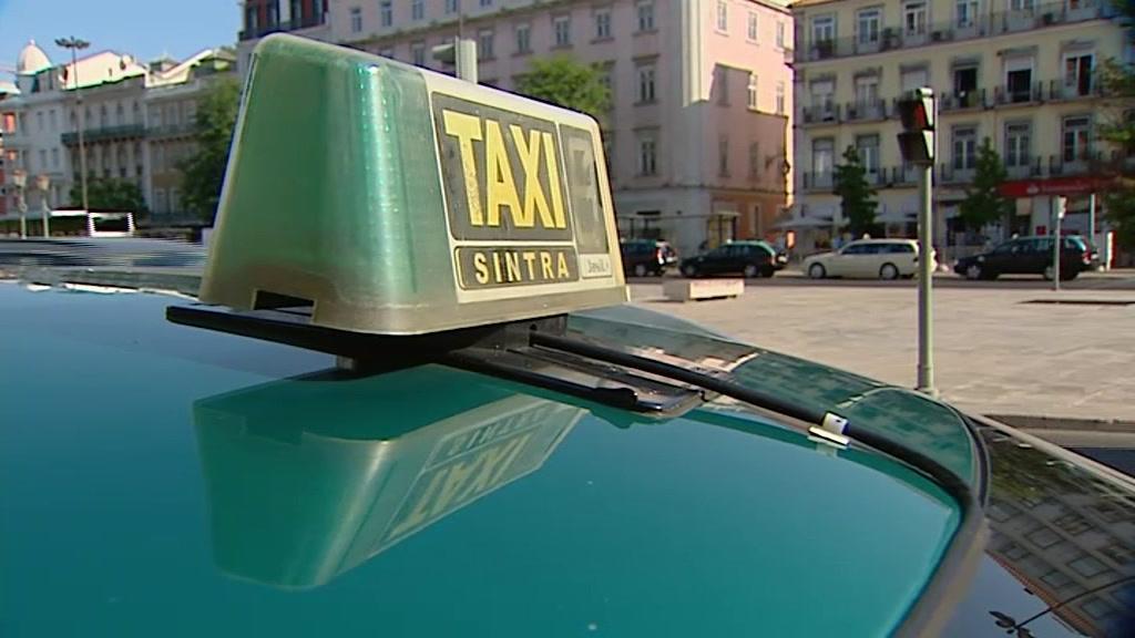 Taxisats marcam ida a pé ao Parlamento em protesto