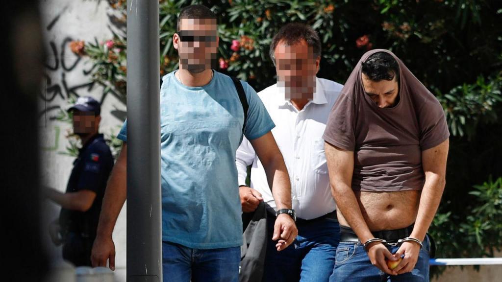 Chegada dos suspeitos ao tribunal
