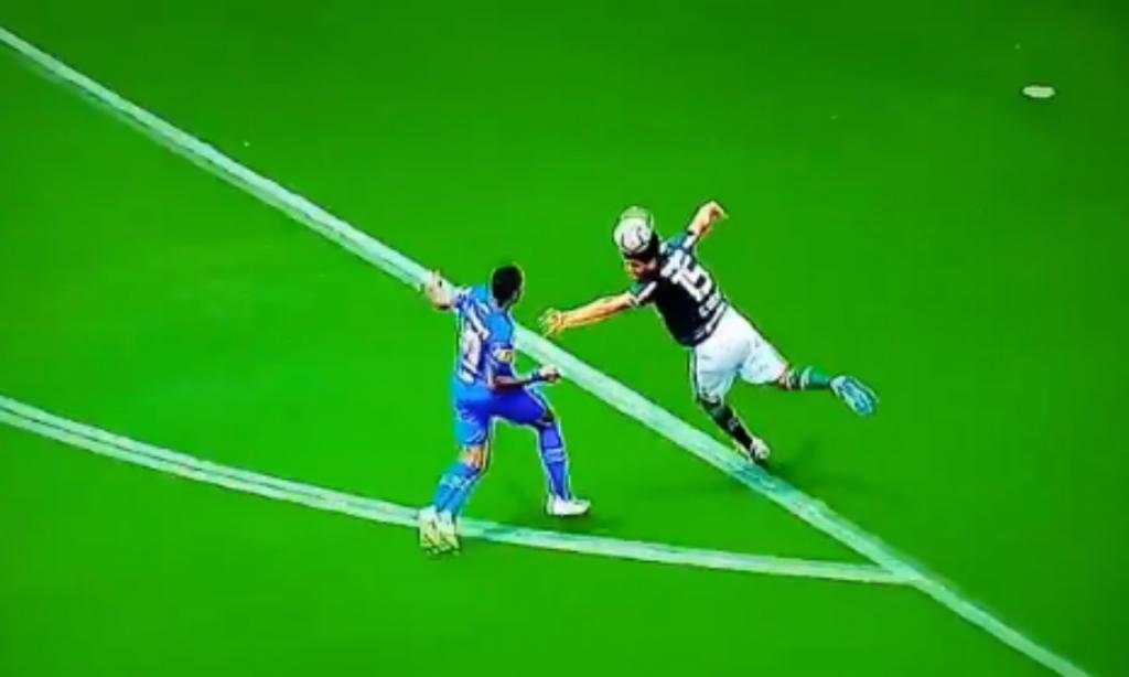 O incrível penálti do Palmeiras (twitter)