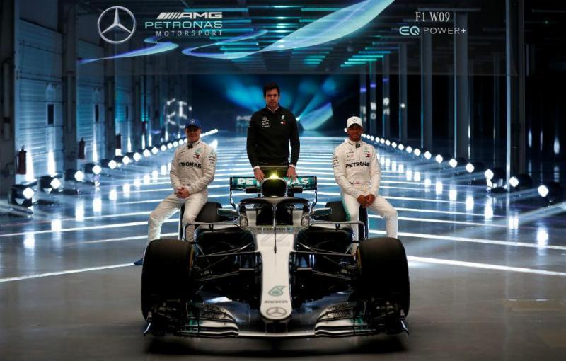 Wolff, Hamilton e Bottas (Reuters)