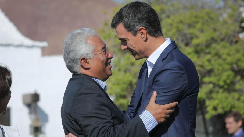 Primeiro Ministro de Portugal, António Costa cumprimenta o hómologo Espanhol, Pedro Sánchez em Lanzarote