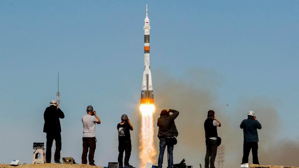 Foguetão Soyuz no momento da descolagem