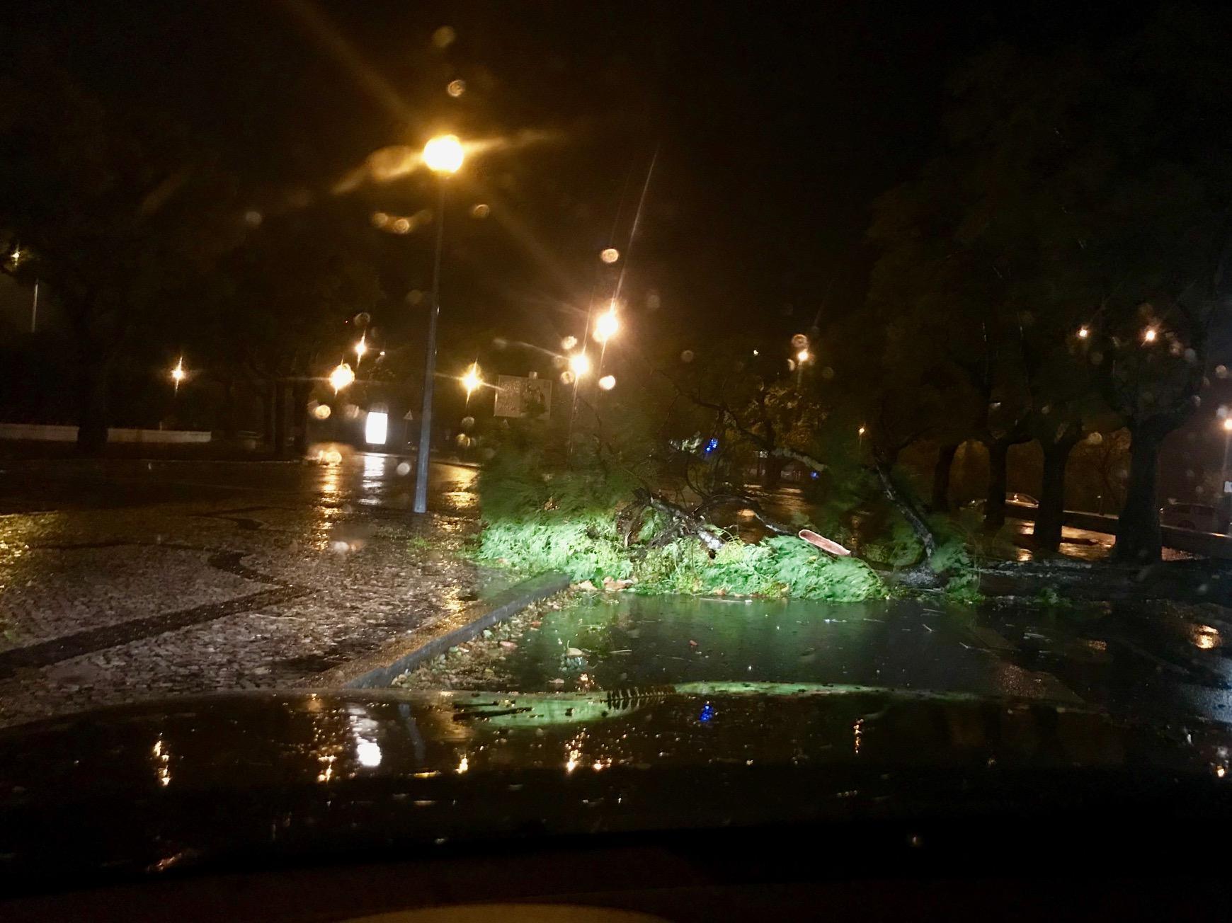 Passagem do Furacão Leslie em Aveiro, junto ao Hospital