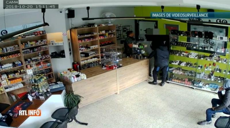 Seis ladrões voltaram três vezes à mesma loja para a assaltar