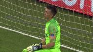 Jogadores do Schalke festejaram, foram ter com os adeptos e quando voltavam viram o golo anulado