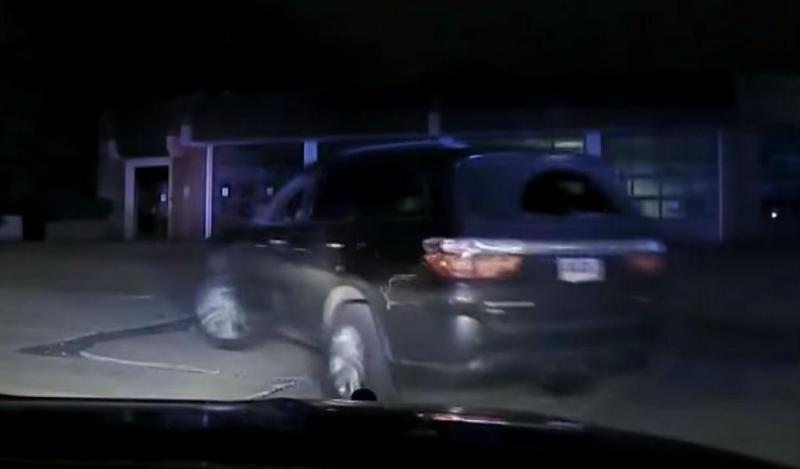 Criança de 11 anos leva o SUV da mãe (reprodução YouTube «WKYC Channel 3»)