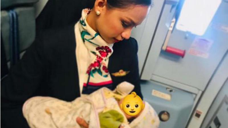 Patrisha Organo ofereceu-se para amamentar um bebé de uma passageira que estava a bordo