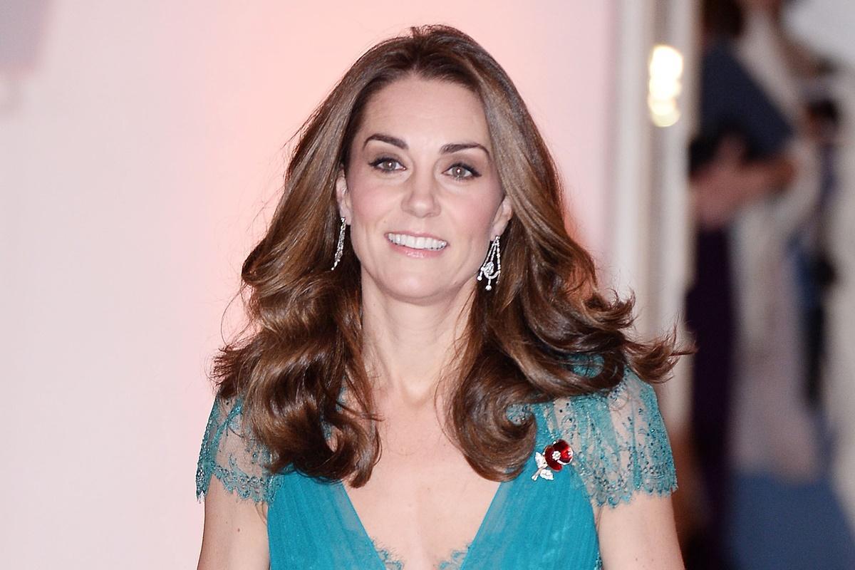 Kate Middleton surpreende ao repetir vestido que usou há seis anos