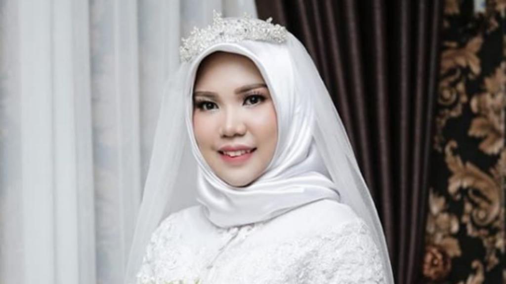 Intan Syari e Rio Nanda Pratama iam casar a 11 de novembro, mas o noivo morreu na queda do avião da Lion Air a 29 de outubro