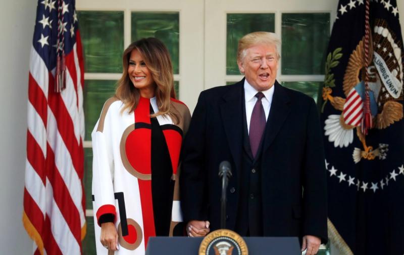 Donald e Melania Trump assinalam o Dia de Ação de Graças com a tradição anual de