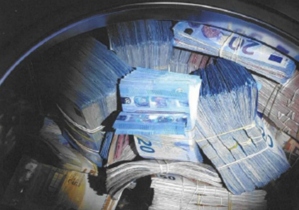 350 mil euros descobertos numa máquina de lavar