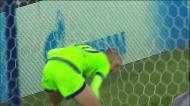 Óliver comete penálti e Schalke reduz