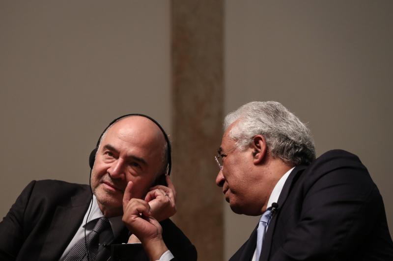 Pierre Moscovici (comissário europeu de Economia e Finanças) e António Costa
