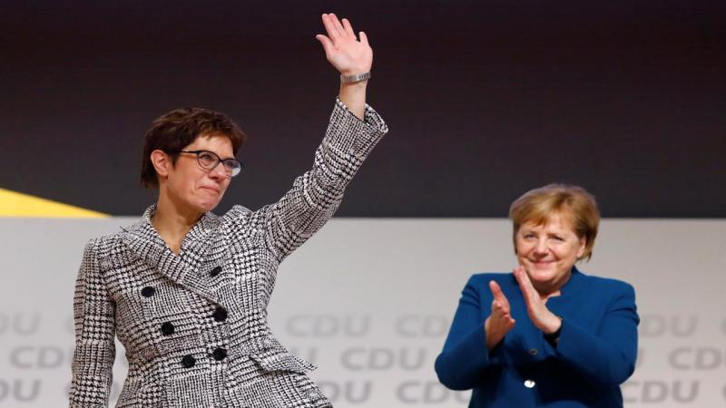 Annegret Kramp-Karrenbauer com Angela Merkel