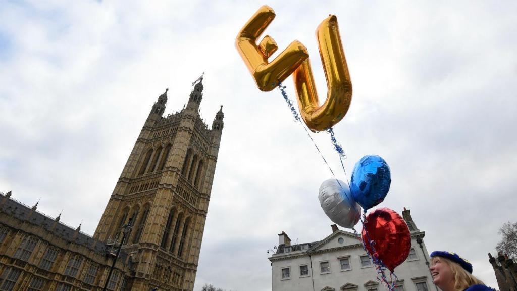 Dia de protestos junto ao parlamento britânico