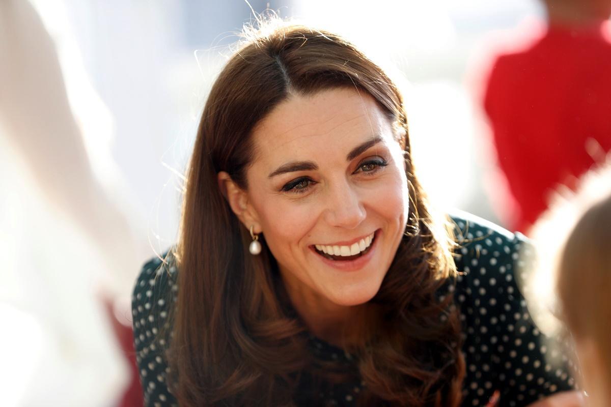 Príncipe William e Kate Middleton visitam crianças no Evelina London Children's Hospital