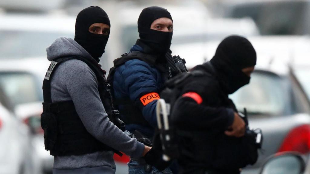 Centenas de policias fizeram buscas no bairro de Neudorf