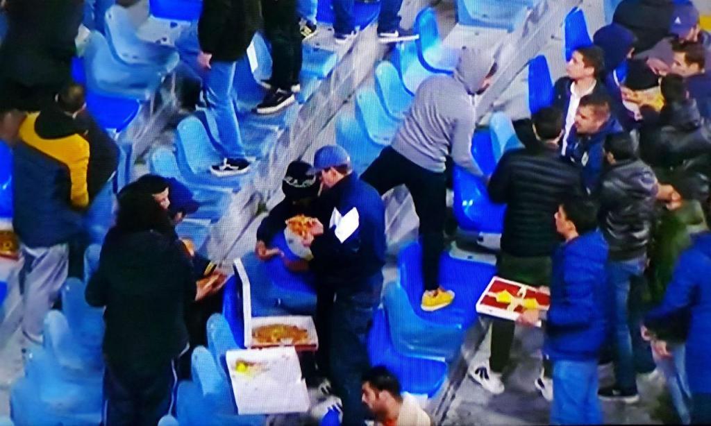 Famalicão oferece pizza aos adeptos (foto Sérgio Pires)