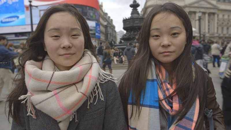 Samantha Futerman e Anaïs Bordier, as irmãs gémeas separadas à nascença