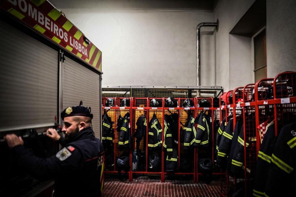 Bombeiros profissionais em greve