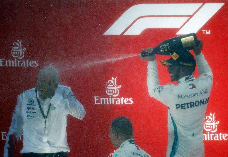 Dieter Zetsche e Lewis Hamilton (Reuters)