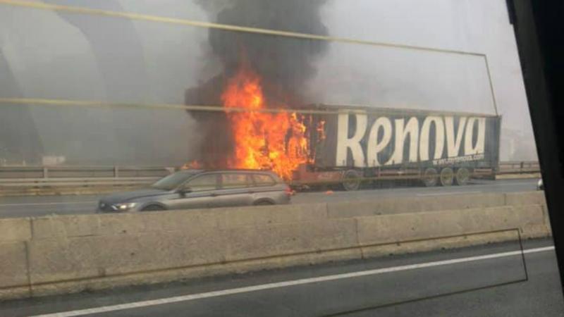 Camião a arder na CREL