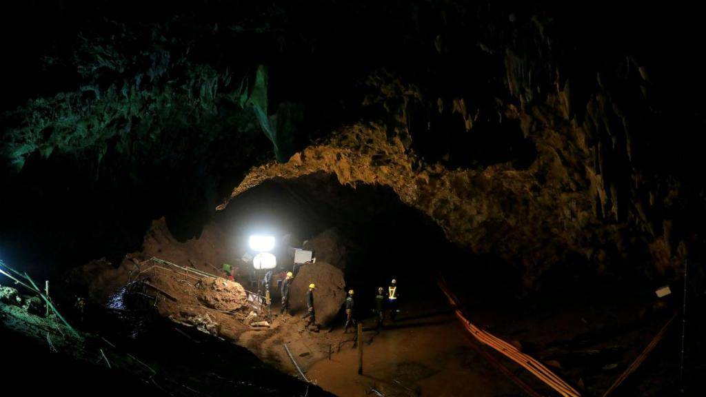 Julho 2018: equipa de futebol de adolescentes resgatada de gruta na Tailândia