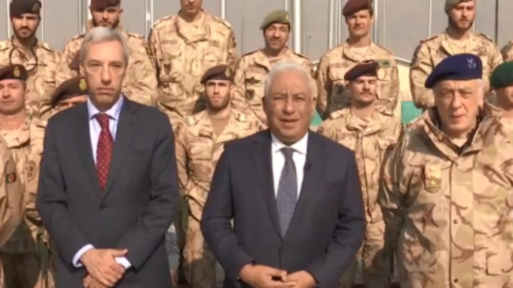 António Costa e João Gomes Cravinho com militares com militares no Afeganistão