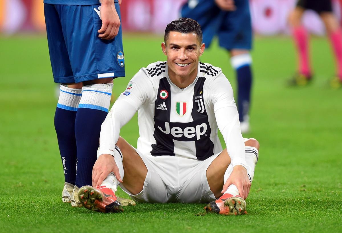 Só de boxers, Cristiano Ronaldo exibe corpo escultural
