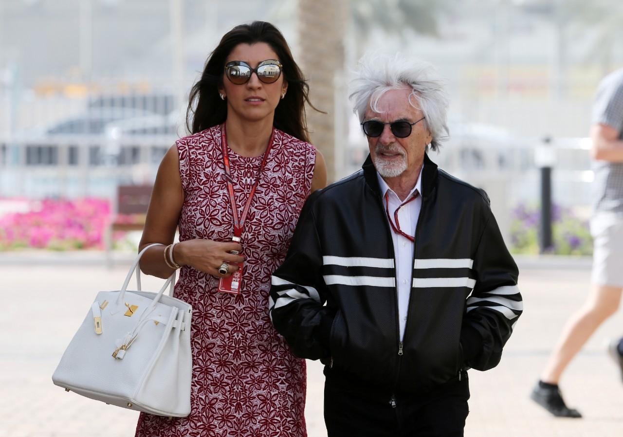 Bernie Ecclestone com Fabiana Flosi, cuja mãe foi raptada por piloto português