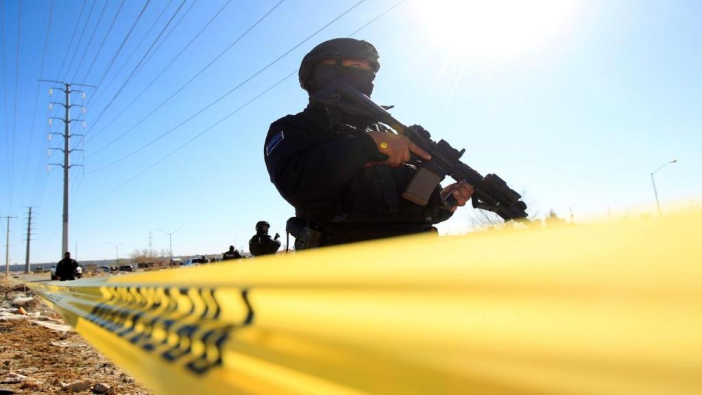 Polícia mexicano junto à fronteira (arquivo)