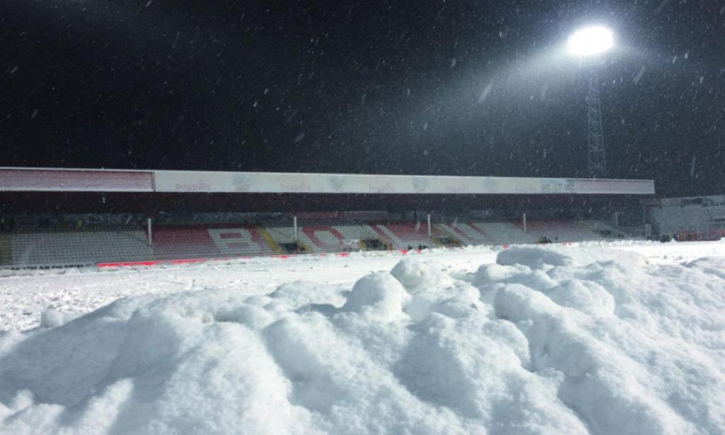 Relvado do Boluspor cheio de neve