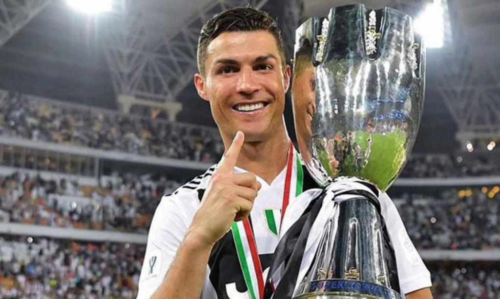 Cristiano Ronaldo com a Supertaça italiana