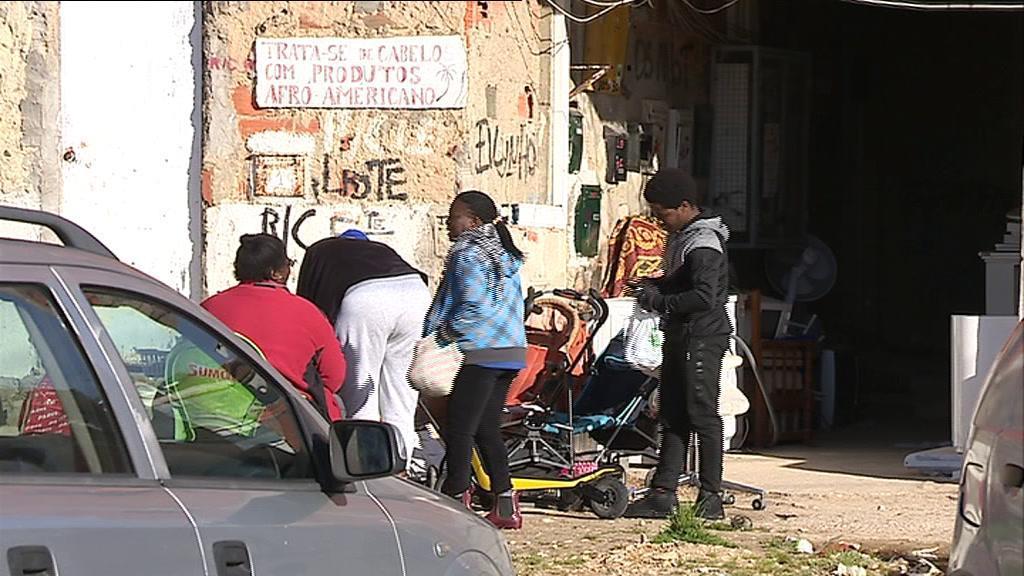 Jamaica: homem detido pela PSP queixa-se de violência gratuita já na esquadra