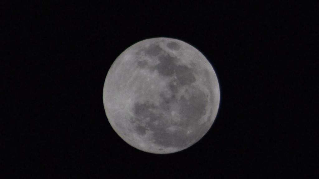 Eclipse lunar na Marinha Grande, Portugal