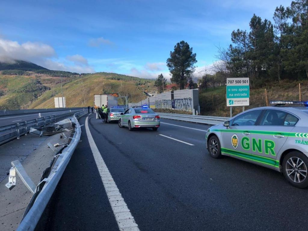 Camião despistou-se e obrigou ao corte da A4