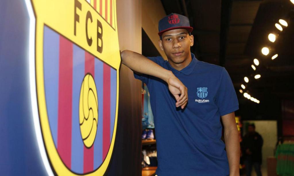 Jean-Clair Todibo é reforço do Barça