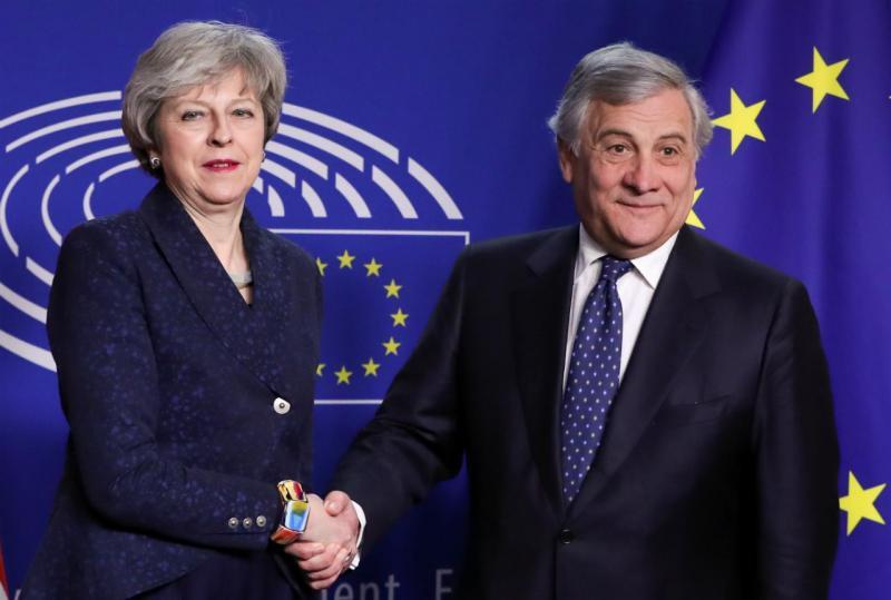 Theresa May e Antonio Tajani