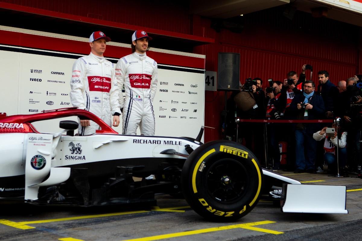 Kimi Raikkonen e Antonio Giovinazzi (Lusa)