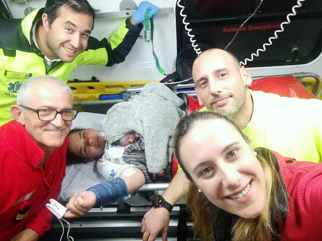 Bombeiros de Sines - parto em ambulância