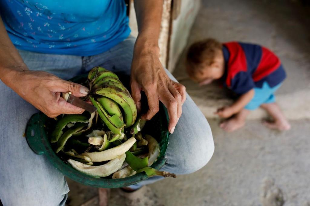 Venezuelanos desesperam pela chegada de ajuda humanitária