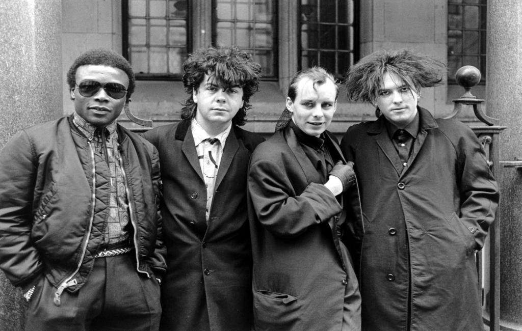 Andy Anderson com os The Cure nos anos 80