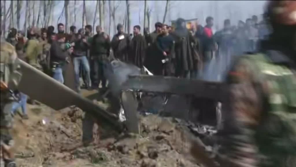 Exército paquistanês captura dois pilotos indianos após abater caças