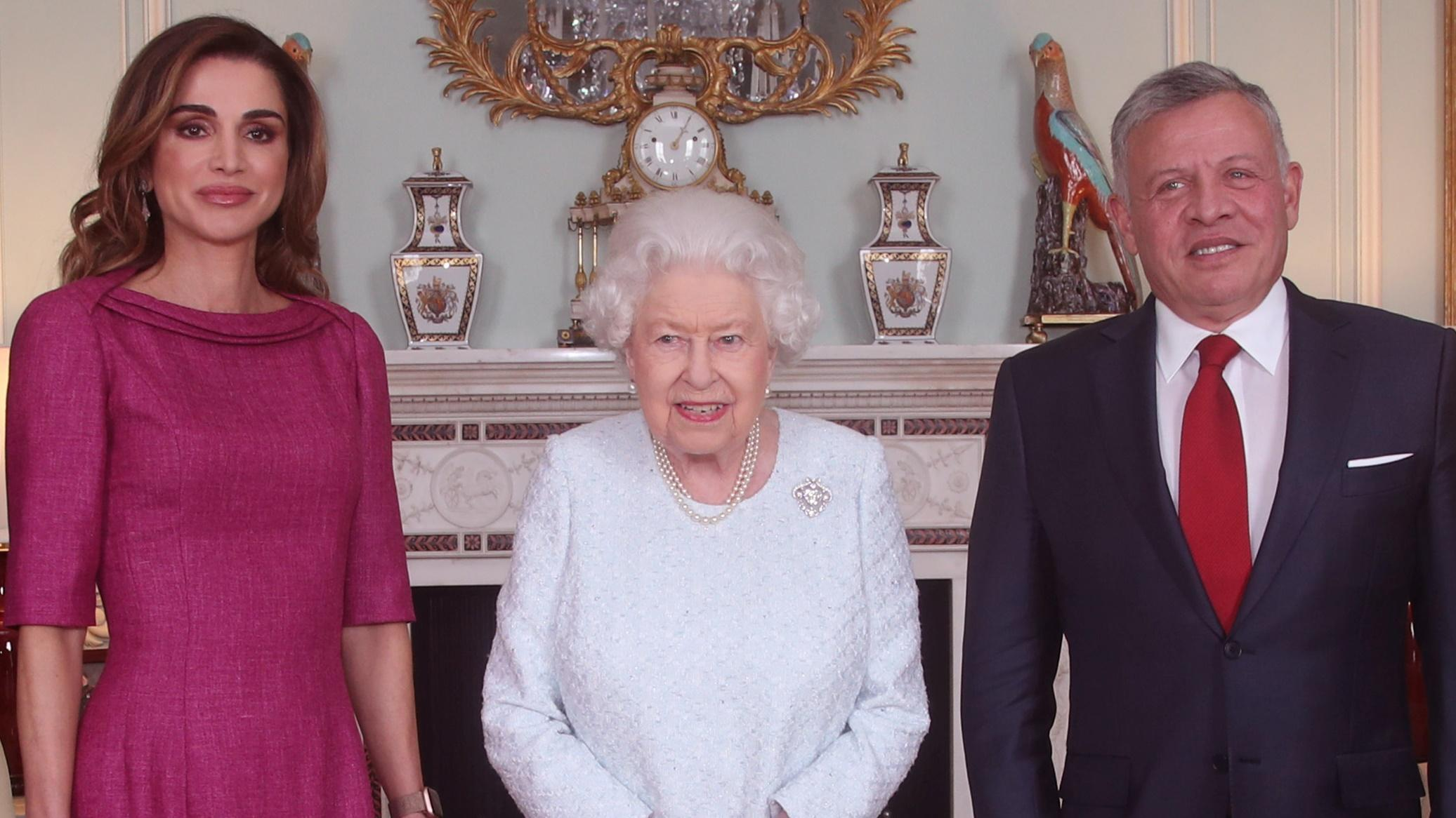 Estado de saúde da rainha Isabel II preocupa súbditos