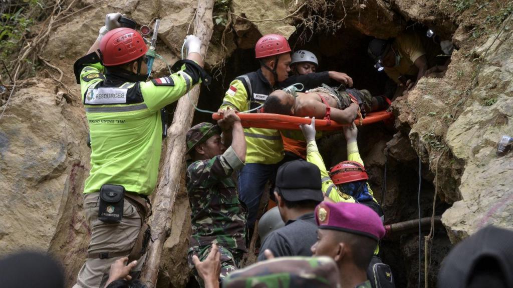 Operações de socorro após colapso de mina na Indonésia