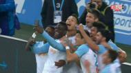 Balotelli a ser Balotelli: marca golaço, pede o telemóvel e grava um vídeo