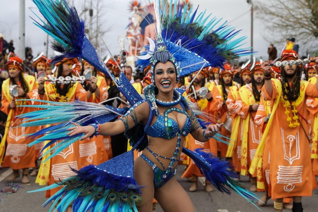 Carnaval de Ovar com muito ritmo, calor e cores