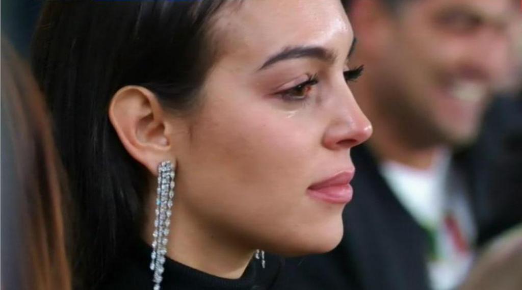 Noite de glória de Cristiano Ronaldo leva Georgina Rodríguez às lágrimas