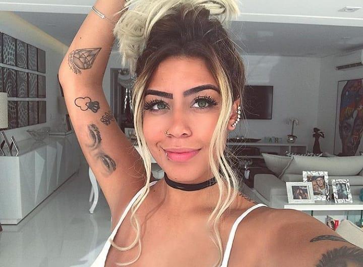 Rafaella Santos na Selfie